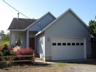 Beachside Cottage, private path to the beach! - Rockaway Beach vacation rentals