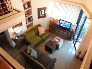 3BR/3BA/5 Air Cons 2 level penthouse Sleeps 6-8 - Luzon vacation rentals