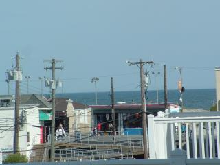 Beach Block 4 BR/ 2.5 Bath Townhouse - OCEANVIEW - Wildwood vacation rentals