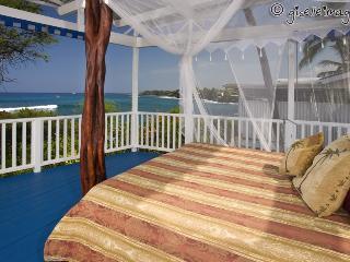Oceanfront Lovers Delight*Surfers Dream BeachHouse - Kailua-Kona vacation rentals