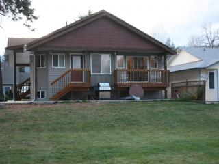 Family-friendly cottage in quiet lake area - Vernon vacation rentals