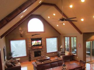 Lookout Lodge--Pool, lake view,$185-$625/night - Branson vacation rentals