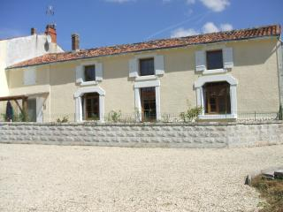 Large Traditional Farmhouse - Fontaine Chalendray vacation rentals