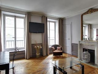 Refined One Bedroom Paris Odeon Luxembourg Gardens - Paris vacation rentals
