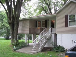 Hinton WV  2 bedroom cabin on Greenbrier River - Pipestem vacation rentals