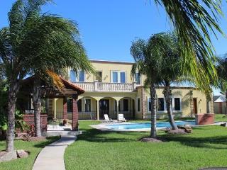 Tropicali Cove - Luxury Vacation Villa Near Kemah - Alvin vacation rentals