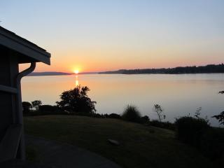 Beach Front Estate, Cooper Point. Puget Sound, Oly - Shelton vacation rentals