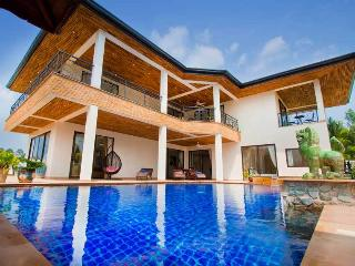 Phoenix Lakeside 5 Bed Pool Villa with FREE Car - Pattaya vacation rentals