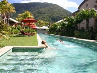Beautiful Courtyard Apartment - 2 bedrooms, 2 bath - Palm Cove vacation rentals