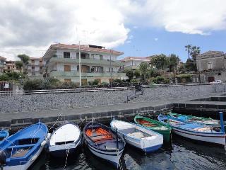 ACIREALEVACANZE - Stazzo vacation rentals