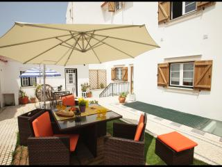 Casa Joaquim da Praia 1st floor - Nazaré *Wifi* - Nazare vacation rentals