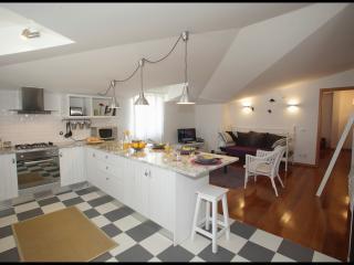 Casa Joaquim da Praia 2nd floor - Nazaré *WiFi* - Nazare vacation rentals