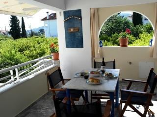 3 BDS apartment 5 min walk to the beach (300m) - Drepano vacation rentals