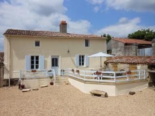 Priory Cottage - Nueil sur Layon vacation rentals
