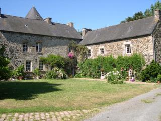 Gîte dans manoir du XVIe - Pontrieux vacation rentals