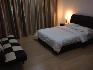 Wen'sCozy 118 Holiday Home - Tanjung Tokong vacation rentals
