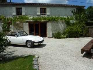 La Petite Bergerie - 3 bedroom gite - shared pool - Crazannes vacation rentals