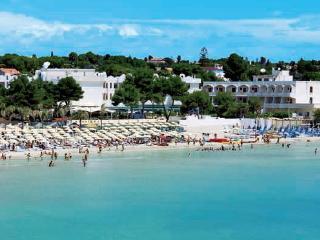 villa a pochi metri dalla spiaggia per 2 famiglie - Fontane Bianche vacation rentals