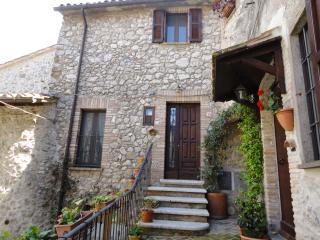 Dimora tipica in uno dei borghi più belli d'Italia - Lugnano in Teverina vacation rentals