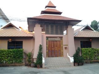 3 Bedrooms pratamnak Villa - Pattaya vacation rentals