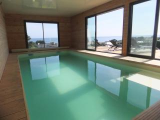 villa mer piscine intérieure - Plouhinec vacation rentals