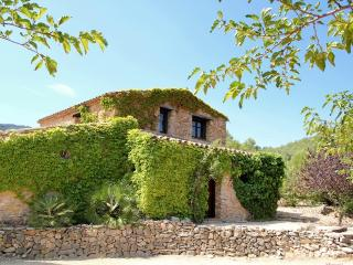 Farmhouse + garden f sustainable holidays with dog - Province of Tarragona vacation rentals