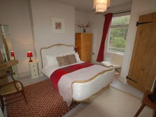 Simon's Cottage, Peak District - sleeps upto 6 - Sheffield vacation rentals