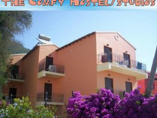 Comfyhostel/studios - Ipsos vacation rentals
