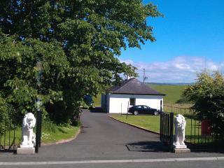 ALLOWAY COTTAGE IN AYR - Ayrshire & Arran vacation rentals