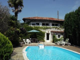 The Pool House - Brossac vacation rentals