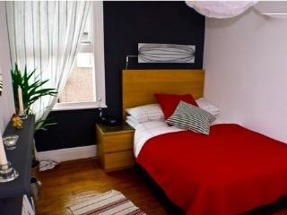 Beautifully restored townhouse near city centre - Chester vacation rentals