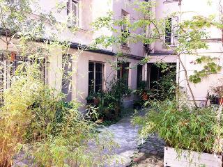 CENTRALE PRIVATE GUESTHOUSE - Paris vacation rentals
