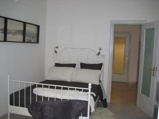 Flat in the old Naples Wifi 2 - Naples vacation rentals