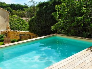 La maison de Mary - Maubec vacation rentals