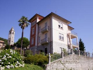 Villino Rossi with stunning lake view - Lesa vacation rentals