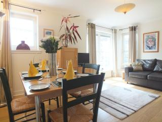 Old Town Holyrood  Apt 2 bed apt /parking / wfi - North Berwick vacation rentals