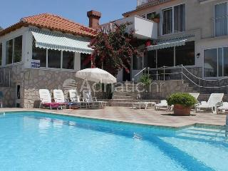 Family break near Dubrovnik with pool and BBQ - Cavtat vacation rentals