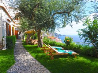 villa San Giovanni con giardino vista mare - Praiano vacation rentals