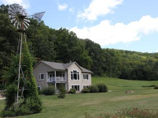 Lonesome Hollow Homestead - La Farge vacation rentals