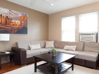Luxe/Spacious Apt, great Area NYC close to subway - Queens vacation rentals