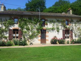 DOMAINE DE LA CADOUE - Poitiers vacation rentals