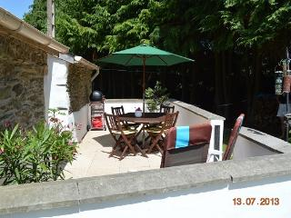 Kerneatret le Petit - 2 bedrooms with private pool - Chateauneuf du Faou vacation rentals