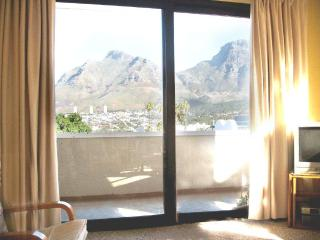 Apartment, heart of Cape Town, free airport taxis - Sea Point vacation rentals