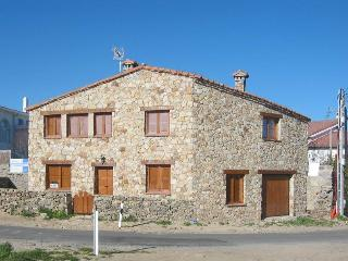 MOUNTAIN HOUSE LICENCED AS B&B - Madrid vacation rentals