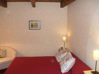 Apartment in Tuscany with shared pool and yard - Cetona vacation rentals