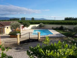 MAS des OLIVIERS - Bourg-les-Valence vacation rentals