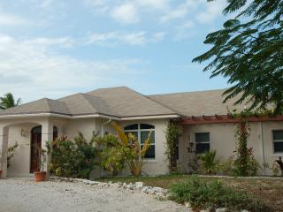 ON THE BEACH 2 Bedroom Apt on Hoopers Bay sleeps4+ - The Exumas vacation rentals