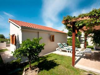 House with garden - Split vacation rentals