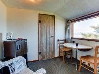 Oceanfront upstairs condo w/beach access! - Waldport vacation rentals