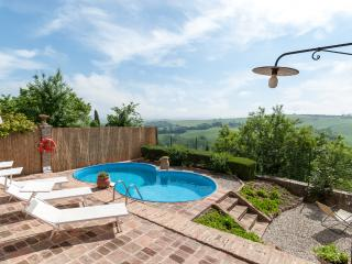Casa Lorenzo: Magnificent Tuscan house,pool,WiFi - San Giovanni d'Asso vacation rentals